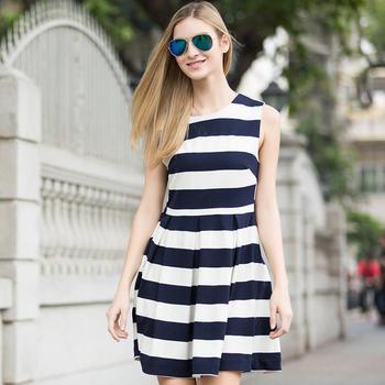 修身显瘦条纹无袖连衣裙