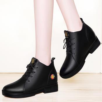 韩版百搭女靴小蜜蜂平底秋季靴子