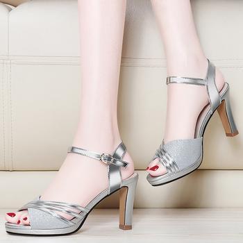 凉鞋女夏款韩版?#25351;?#19968;字扣凉鞋