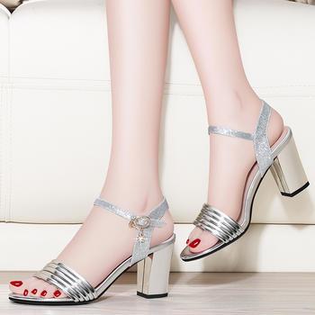 一字扣露趾凉鞋夏季新款粗跟女鞋