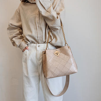 雅诗罗 2019新款菱格绣线水桶包锁扣女包单肩斜跨包包
