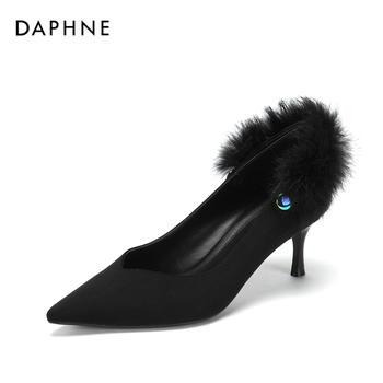 Daphne/达芙妮毛毛细跟单鞋中跟攀带绒面女鞋1018404105