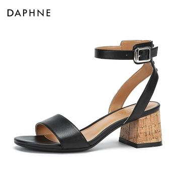 Daphne/达芙妮一字扣纯色通勤时尚凉鞋女1018303031