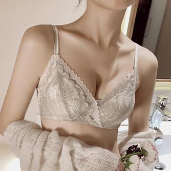 维妮芳 小胸聚拢性感加厚平胸专用显大柔软蕾丝防下垂无钢圈内衣